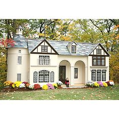 WOW!!! Now thats an outdoor playhouse!