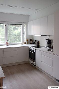 Knoxhult Ikea, Ikea Kitchen, Kitchen Cabinets, Kitchen Design, Decoration, Home Decor, Modern Kitchens, Decorating Kitchen, Kitchens