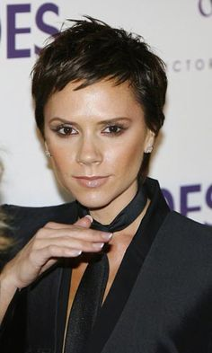 Stylish pixie hairstyle from Victoria Beckham