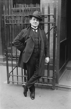 Wikipedia picture of the day on January 3 2017: German tenor Albert Reiss outside the Metropolitan Operas stage door http://ift.tt/1J4Tcum