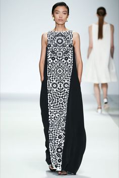 Holly Fulton Spring 2015 Ready-to-Wear Collection - Vogue The complete Holly Fulton Spring 2015 Ready-to-Wear fashion show now on Vogue Runway. Boho Fashion, Fashion Show, Fashion Dresses, Womens Fashion, Fashion Design, Boho Dress, Dress Skirt, Dress Up, Holly Fulton