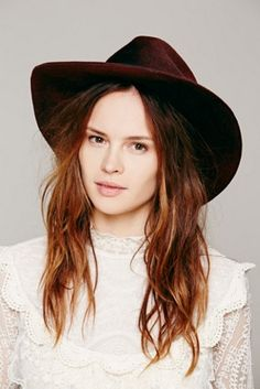 [Lace shirt with wide brim hat]
