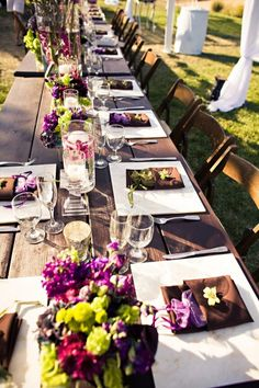 This makes me wish I would have done my wedding colors in purple!  Great purple place setting and centerpiece decor for a wedding.