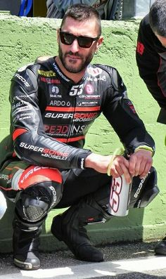 Bike Suit, Motorcycle Suit, Motorcycle Leather, Motard Sexy, Motocross Gear, Bike Leathers, Riders On The Storm, Attractive Men, Bearded Men