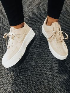 Ideas Sneakers Fashion Outfits Nike for 2019 - Runway tImes - Shoes Sneakers Fashion Outfits, Nike Outfits, Fashion Shoes, Teen Fashion, Style Fashion, Fashion Dresses, Sneakers Mode, Shoes Sneakers, Shoes Heels