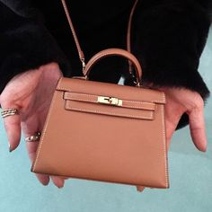 Hermes Kelly Bag, Hermes Bags, Hermes Handbags, University Bag, Cross Shoulder Bags, Chanel Shoulder Bag, Fashion Bags, Fashion Handbags, Fashion Fashion