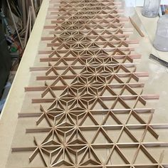 地組を組んだら麻の葉から入れていきます。 #小倉組子#北九州#福岡#九州#組子#伝統#手仕事#日本#japan#woodworking#wood#handmade#kumiko#kitakyusyu#fukuoka#wa