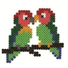 Vogeltjes van strijkkralen.