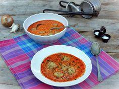 Egy finom Kolbászos gombócleves ebédre vagy vacsorára? Kolbászos gombócleves Receptek a Mindmegette.hu Recept gyűjteményében! Goulash, Cheeseburger Chowder, Stew, Grilling, Curry, Food And Drink, Cooking, Ethnic Recipes, Soups