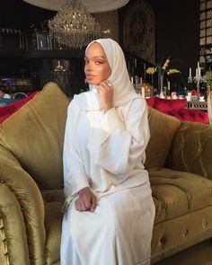 Abaya Style 429882726932064317 - Hijab + All White + Abaya (niaamroun) Source by Modest Fashion Hijab, Modern Hijab Fashion, Hijab Fashion Inspiration, Islamic Fashion, Casual Hijab Outfit, Abaya Fashion, Muslim Fashion, Modesty Fashion, Mode Abaya