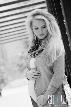 Snow maternity.  Beautiful winter shoot Family Maternity Photos, Family Photos, Snow Photography, Winter, Pictures, Color, Beautiful, Family Pictures, Winter Time