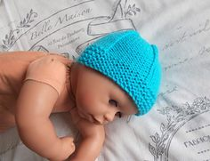 I wanted a really simple but sweet baby hat that would work well for a newborn boy or girl. I know that I have written dozens of hat patter. Baby Hat Knitting Patterns Free, Baby Boy Knitting, Baby Hat Patterns, Baby Knits, Free Knitting, Knitting Ideas, Crochet Patterns, Charity Knitting, Knitting Paterns