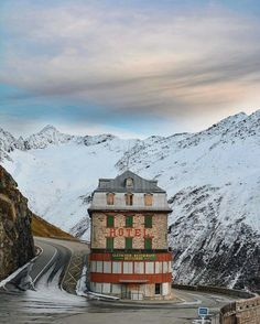 People Share Pics Of Real-Life Locations That Look Like They're Straight Out Of A Wes Anderson Movie / Hotel Belvédère Near The Rhône Glacier, Switzerland Wes Anderson Films, Accidental Wes Anderson, Wes Anderson Style, Moonrise Kingdom, Grand Hotel Budapest, Location Scout, Vida Real, Rhone, Architecture