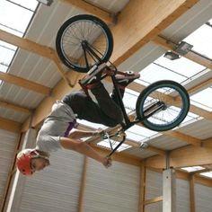 ©tribegram Gym Equipment, Bicycle, Paris, Street, Bike, Montmartre Paris, Bicycle Kick, Bicycles, Paris France