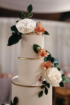 Classic Indoor Garden Wedding with Lush Greenery #hayleypaigeweddingdresses #indoorgardenwedding #romanticweddinglighting #classicweddingflowers