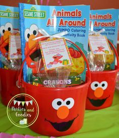 Having a elmo party and looking for some fun and great ideas for the kids to take home as party favors? We have gathered up some of the best elmo party favor ideas. Elmo First Birthday, 3rd Birthday Parties, Boy Birthday, Birthday Ideas, Party Favors For Kids Birthday, Elmo Party Favors, Elmo Party Decorations, Sesame Street Decorations, Party Hats