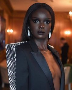 Beautiful Dark Skinned Women, Beautiful Black Girl, Beautiful Eyes, Beautiful Family, Dark Skin Makeup, Dark Skin Beauty, Day Makeup Looks, Dark Skin Girls, Black Girl Aesthetic