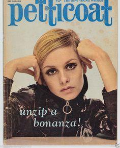 English fashion model Twiggy on the cover of Petticoat magazine, United Kingdom, photograph by Nigel Redhead. 1960s Fashion, Fashion Models, Vintage Fashion, Mod Fashion, Fast Fashion, Vintage Beauty, Androgynous Look, English Fashion, Best Short Haircuts