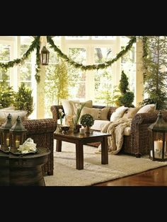 Warm and Cool Living Room Design with Minimalist yet Beautiful Greenery Decoration Ideas for Christmas Holiday at Home. Beautiful Christmas Home Decoration Ideas Beautiful Living Rooms, Small Living Rooms, Living Room Designs, Living Room Decor, Living Area, Dining Room, Christmas Interiors, Christmas Living Rooms, Christmas Bedroom