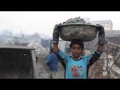 Bangladesh - Het werk in een leerlooierij is vies en gevaarlijk. In de fabrieken werken ook kinderen.