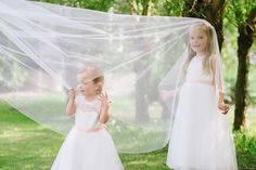 Flowergirls playing with the brides veil ❤️  #wedding #kids #veil #weddingphotography