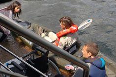 Ascensor de popa del Helios Sanabria, que permite realizar deportes acuáticos a personas con movilidad reducida, también facilita la práctica del buceo. Douro, Fighter Jets, Aircraft, Park, Aquatic Ecosystem, Diving, Parks, Aviation, Plane