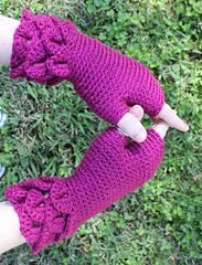 Ravelry: Crocodile Cuff Mitts pattern by Karly McCrory