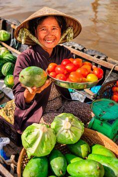 selling fruits on floating market, Mekong River Delta, Vietnam Visit Vietnam, Hanoi Vietnam, Vietnam Travel, Beautiful Fruits, Life Is Beautiful, Bangkok, Mekong Delta, Beauty Around The World, Urban Sketchers