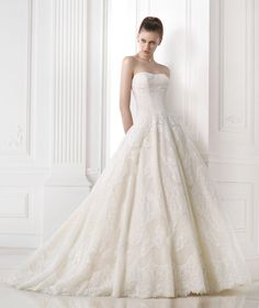 Vestidos de noiva da coleção  Costura 2015 - Pronovias