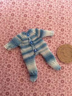 Miniature 1/12th dolls house hand knitted baby/toddler babygrow | eBay