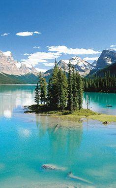 Maligne Lake | Travel | Vacation Ideas | Road Trip | Places to Visit | AB | Scenic Point | Natural Feature