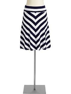 Found this adorable black and white chevron skirt at Old Navy today, had to add it to my spring wardrobe!
