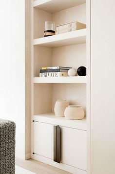 Minimalist living room is totally important for your home. Because in the living room all the events will starts in your pretty home. findthe elegance and crisp straight Minimalist Living Room Set. study more upon our site. Built In Shelves Living Room, Small Space Living Room, Bookshelves Built In, Furniture For Small Spaces, Home Living Room, Living Room Furniture, Living Room Designs, Living Room Decor, Built Ins