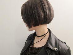 . my guest💈✂︎ @saooori0328 #lavenderbeige ✡️#shorthair✡️ . #ヘアスタイル#ショートボブ#ショートヘア #ラベンダーベージュ#ラベンダーアッシュ #堀江美容室#chikashitsu#チカシツ#eli__💈 Wavy Bob Hairstyles, Short Bob Haircuts, Short Hairstyles For Women, Pretty Hairstyles, Girl Short Hair, Short Hair Cuts, Short Hair Styles, Hc Hair, Hair Essentials