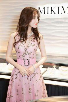 Chanel Dress, Chanel Chanel, China Girl, Chinese Actress, Beautiful Asian Women, Girl Photography, Asian Woman, Stylish Outfits, Asian Beauty