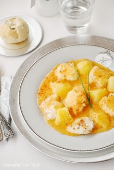 Suquet de rape con patatas Spanish Kitchen, Spanish Dishes, Spanish Recipes, Spanish Food, Monkfish Recipes, Always Hungry, Food Decoration, Time To Eat, Chicken Salad Recipes