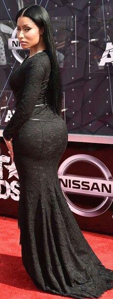 Nicki minaj sexy black dress