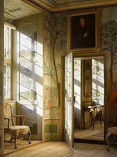 if the sunlight were painted in, this would be  magnificent trompe l'oeil....