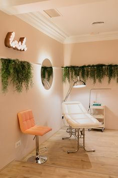 Brow: Hollywood Beauty Salon, in Madrid. - diariodesign - Wonder Brow: Hollywood Beauty Salon, in Madrid. – diariodesign -Wonder Brow: Hollywood Beauty Salon, in Madrid. - diariodesign - Wonder Brow: Hollywood Beauty Salon, in Madrid. Home Beauty Salon, Home Nail Salon, Nail Salon Decor, Hair Salon Interior, Salon Interior Design, Beauty Salon Design, Beauty Studio, In Home Salon, Makeup Studio Decor