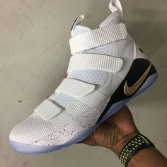 The Nike LeBron Soldier 11 White Metallic Gold (Style Code: 897644-101) gets its best preview yet featuring four straps and an icy outsole. More here: