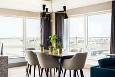 With an understated matte black finish, our Cairo three-arm contemporary chandelier is a focal point in this dining space of Millenium Tower Penthouse, Dublin designed by Think Contemporary   #mullanlighting #madeinireland #dublindocks #penthouselighting #diningroomlighting #apartmentlightingdesign #chandeliers