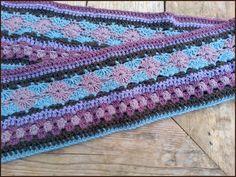De Crochet along hype...