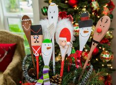 Fun and festive DIY Christmas Spoons by Paige Hemmis! For more DIYs tune in at on Hallmark Channel! Diy Christmas Lights, Christmas Wood, Christmas Projects, Family Christmas, Christmas Decorations, Christmas Ornaments, Wooden Spoon Crafts, Wooden Spoons, Painted Spoons