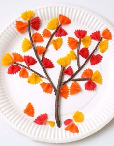 Jesienne drzewko z kolorowego makaronu & fall tree craft for kids Autumn tree made of colorful pasta fall tree craft for kids The post Autumn tree made of colorful pasta fall tree craft for kids appeared first on Pink Unicorn. Fall Arts And Crafts, Easy Fall Crafts, Fall Crafts For Kids, Thanksgiving Crafts, Toddler Crafts, Preschool Crafts, Holiday Crafts, Kids Crafts, Art For Kids