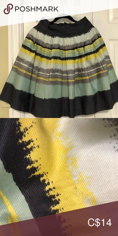H&M skirt Size high waisted with side pockets. I think the fit is small, maybe good for normal size 4 gals. H&M Skirts Circle & Skater Pockets, Best Deals, Fitness, Skirts, Closet, Things To Sell, Style, Fashion, Moda