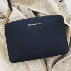 15 tipů na originální dárek pro kamarádku Michael Kors Jet Set, Origami, Bags, Handbags, Origami Paper, Origami Art, Bag, Totes, Hand Bags