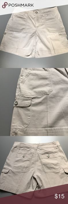 """Bandolino Blu Khaki Cargo Shorts - size 6 Like new Khaki cargo shorts from Bandolino Blue are a size 6. These shorts have pockets in both sides as well as the front and back with silver buttons and a zipper front. They are 6"""" length and show no signs of wear. Ready to ship from a non smoking home. Bandolino Shorts Cargos"""
