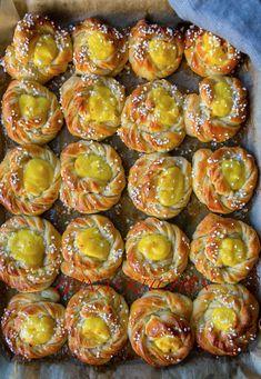 Veggie Recipes, Baking Recipes, Dessert Recipes, Homemade Yeast Rolls, Apple Crisp Cheesecake, Healthy Recepies, Swedish Recipes, Bagan, Sweet Bread