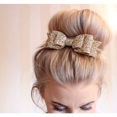 Gold large over sized chunky glitter hair clip (370 DOP) ❤ liked on Polyvore featuring accessories, hair accessories, gold hair bow, bow headwrap, hair bow headband, head wrap headbands and gold hair clips