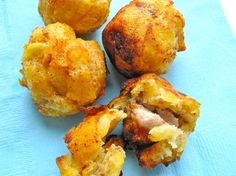 Marranitas o Puerquitas ( Green Plantain Balls Stuffed With Pork Belly) My Colombian Recipes, Colombian Cuisine, Latin American Food, Latin Food, Plantain Recipes, Spanish Dishes, Spanish Food, Popular Appetizers, Chicharrones